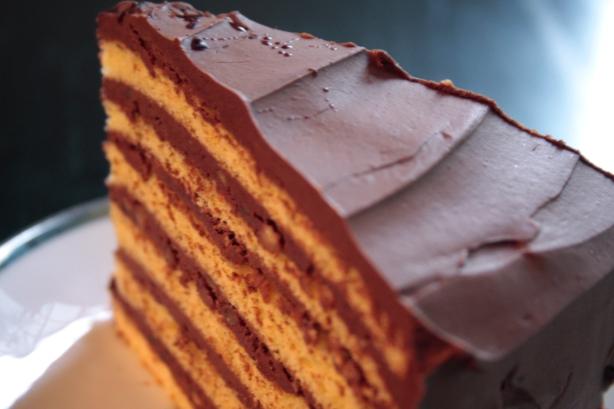 dobos torte slice